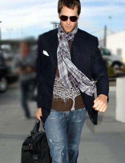 Video og fotos med anbefalinger om smukt at binde et tørklæde til en mand