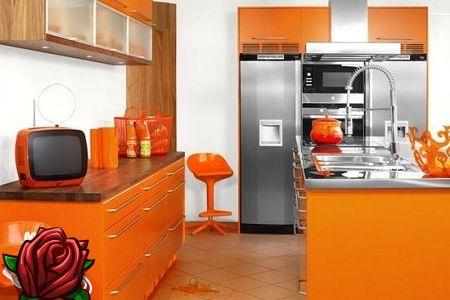 Interior de uma pequena cozinha no apartamento