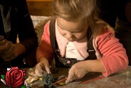 Moldagem de argila. Criatividade infantil