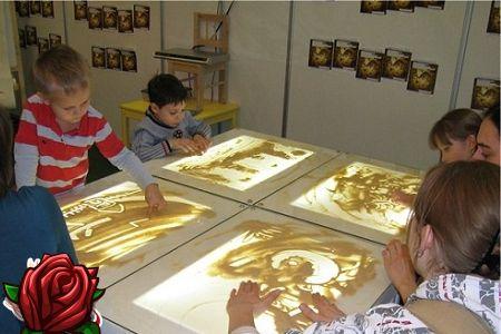 Desenho com areia - espaço para imaginação infantil