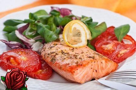Maitsvat küpsetamist: salat lõhe ja tomatitega